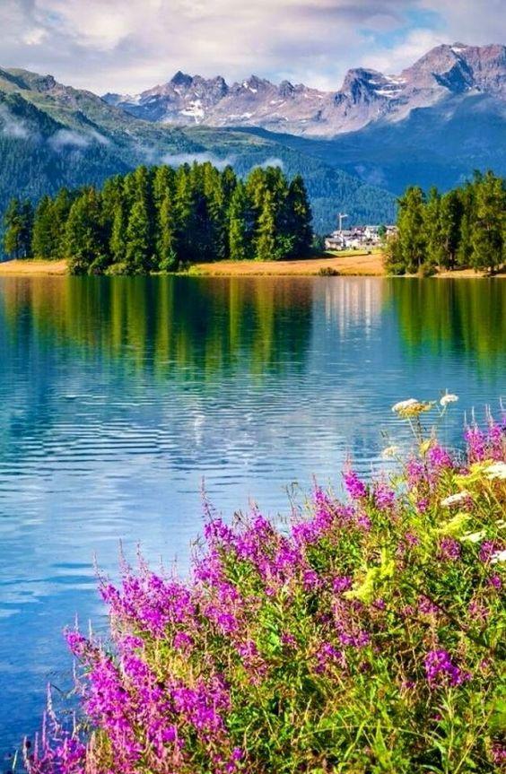 paisagem montanha e lagoa
