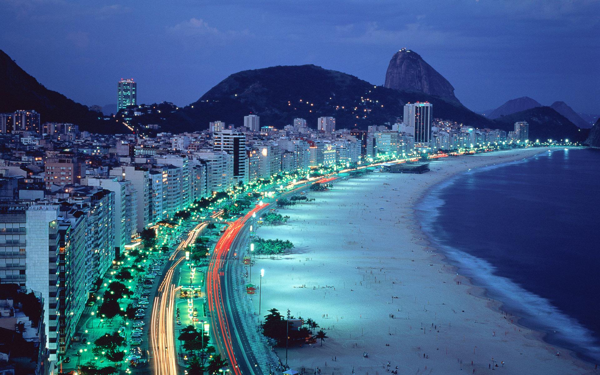 Praia de Copacabana no Rio de Janeiro, Brasil (Copacabana Beach at Rio de Janeiro, Brazil)